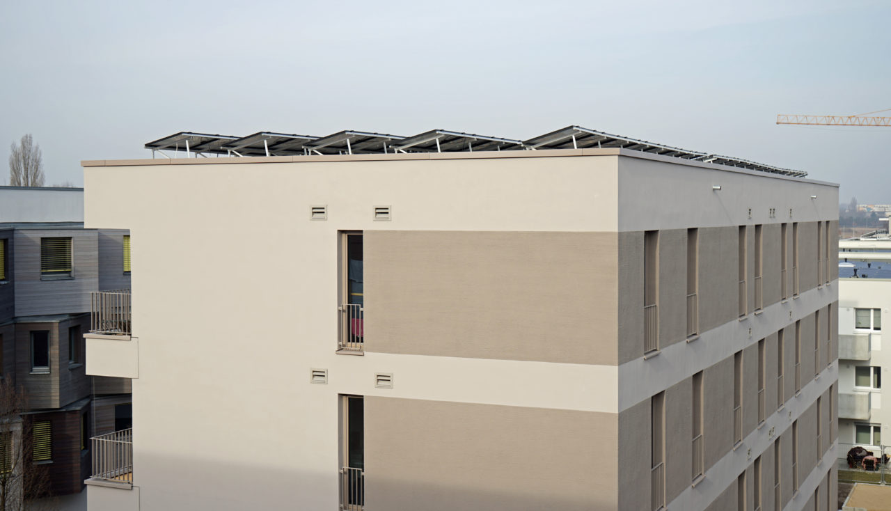 Kompakter Baukörper, gute Dämmung, PV-Anlage auf dem Dach - Wohnungsbau in Berlin-Adlershof.