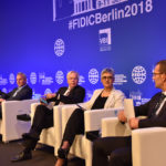 "Dr. Bernd Kordes (Mitte) moderiert das Panel ""Urban Connectivity"" auf der FIDIC-Konferenz 2018 in Berlin. Mit auf dem Podium: Paul Rogers, BuroHappold Engineering, UK, James P. Riley, CDM Smith, USA, Lynne Pretorius, Innovative Transport Solutions, South Africa, Loic Chapon, Societé Bertrandt, France."