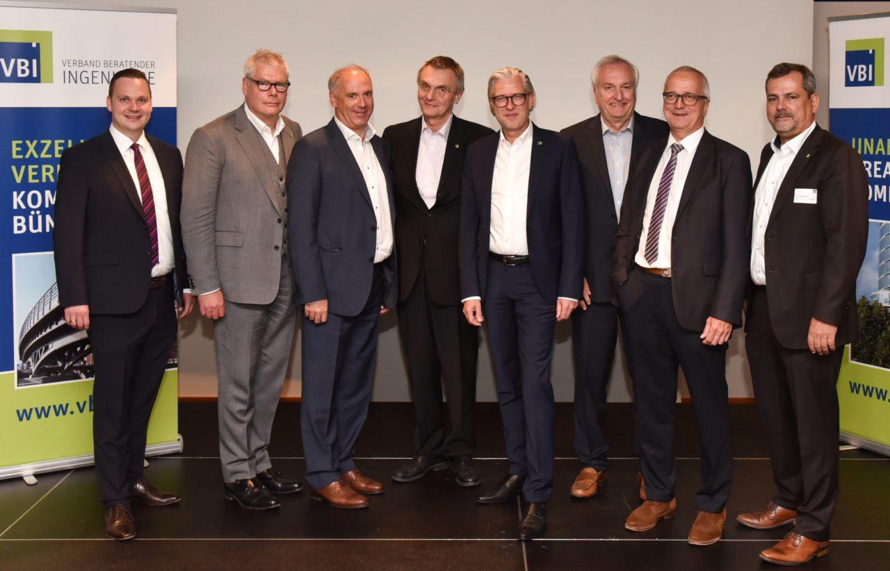 Der neue VBI-Vorstand im Bild, v.l.n.r.: Sebastian Zeisig, Dr. Peter Warnecke, Stephan Weber, Maximilian Grauvogl, Jörg Thiele, Dr. Joachim Knüpfer, Jörgen Kopper, Dr. Mark Husmann